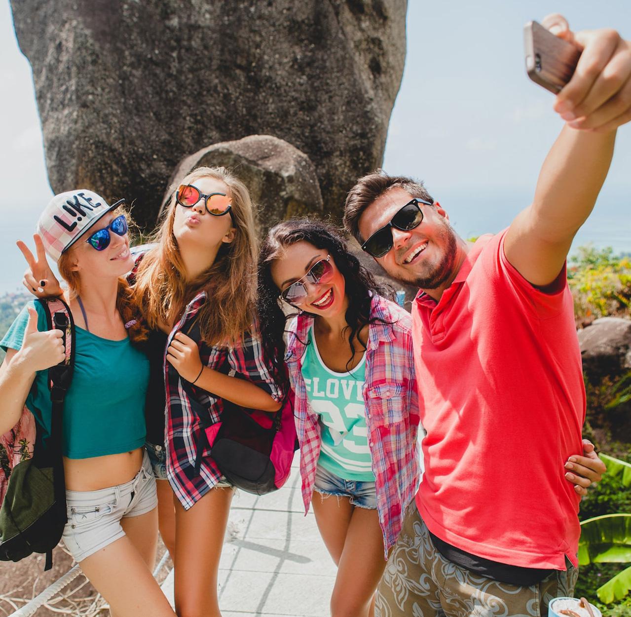 evolution-travel-team-selfie